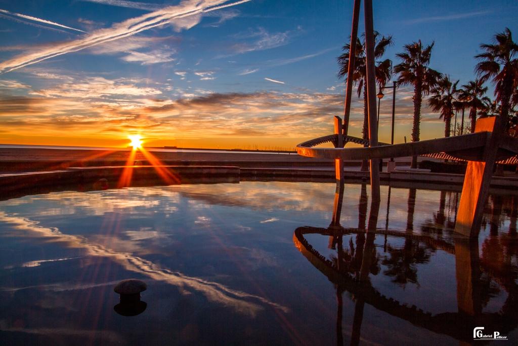 Amanecer-en-el-Mediterraneo-Playa-de-la-Malvarrosa-Foto-enviada-por-Gabriel-Pellicer